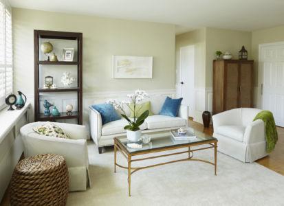 Small scale condominium Living Room